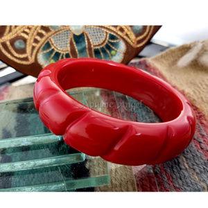 """Vintage Chunky Red """"cut"""" Bangle Bracelet"""
